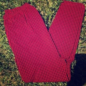 Black/red houndstooth leggings